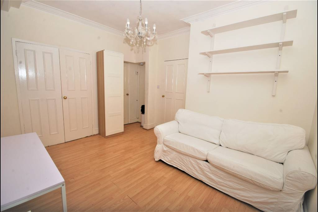 17 Bray House, Duke Of York Street, London, SW1Y 6JX - Image 3